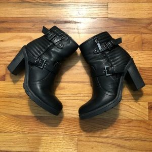 Guess 2sided zippers with Buckles Ankle Boots